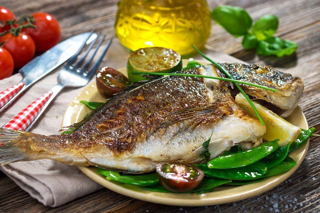Receta f cil de como hacer pescado cocido for Como cocinar pescado
